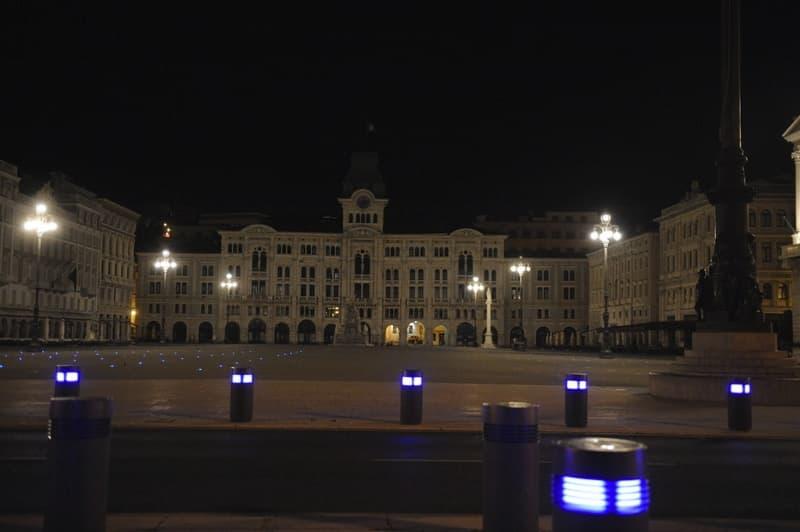 Piazza Unità di notte © Dean Dubokovic