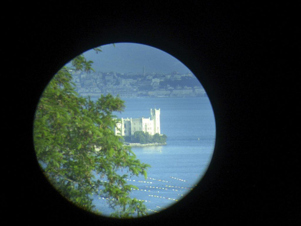 Castello di Miramare dalla Costiera